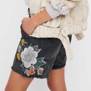 Free People Scout Camo Embroidered Boyfriend Short